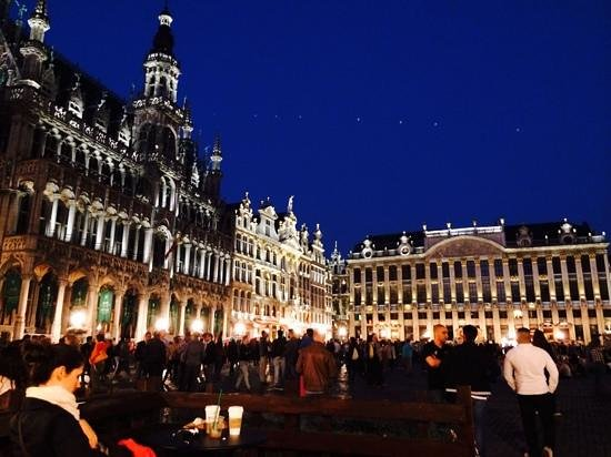 Hotel Leopold Brussels : Grand Place at night