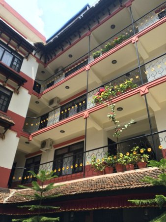 Thamel Eco Resort: The beautiful courtyard with greenery was a pleasant surprise.