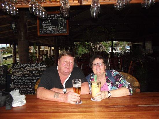 Club Fiji Resort : night at the bar