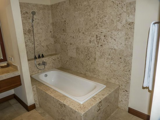 Samhita Garden: bañera