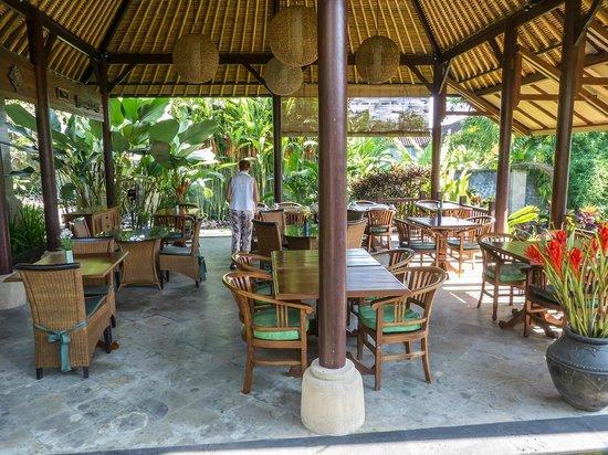 Samhita Garden: comedor