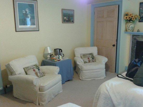 Mansefield B&B: Airy and light bedroom