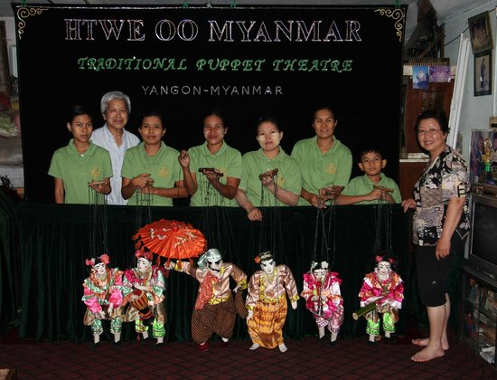 Htwe Oo Myanmar Puppet Theater : The puppeteer team