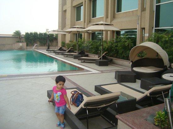 Holiday Inn Amritsar Ranjit Avenue: Pool Area