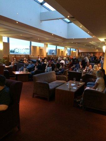 Clayton Hotel Manchester Airport : Bar - restaurant.