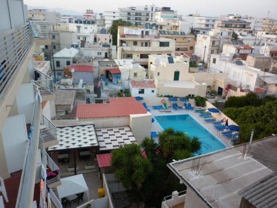 Europa Hotel Rooms and Studios : вид с балкона