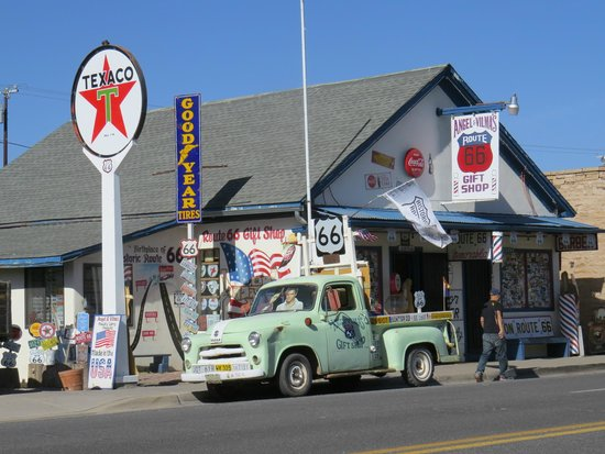 Angel & Vilma Delgadillo's Route 66 Gift Shop & Visitor's Center
