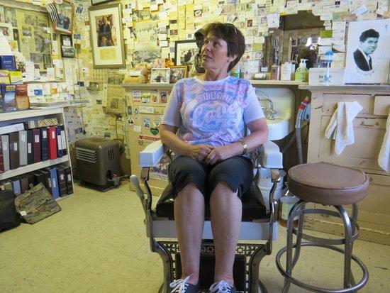 Angel & Vilma Delgadillo's Route 66 Gift Shop & Visitor's Center: Just a trim please.