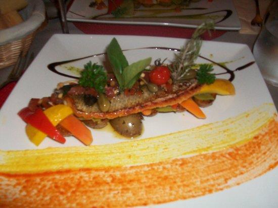 Restaurant La Voute : Loup et petits légumes de saison