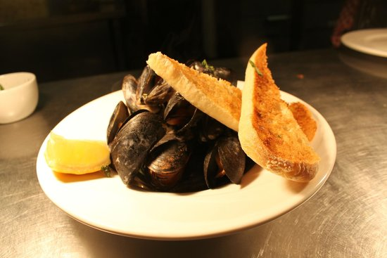 Tigh Giblin : Steamed Mussels in a Tarragaon, shallots, tomato butter wine sauce