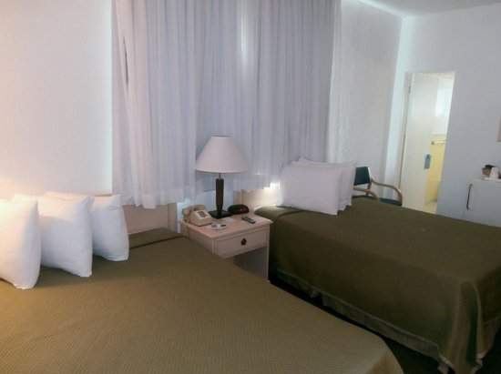 Travelodge Monaco N Miami and Sunny Isles Beach: Habitacion