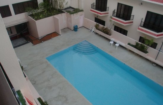 Saipan Ocean View Hotel: 人気のないプール