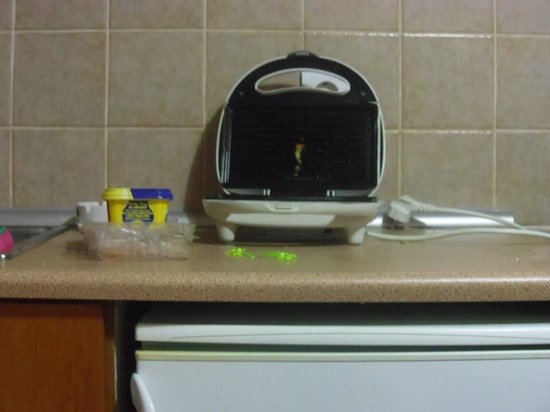 Kardamena Holidays Apartments & Studios: Toastie maker which saved us