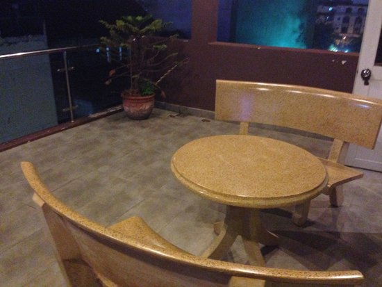 Little Saigon Boutique Hotel: Were upgraded to a bigger room with a very big balcony!