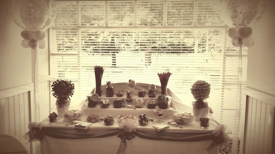 The Oak Hotel: sweetie table