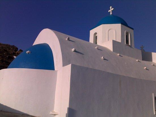Pelagos Hotel-Oia: Church on a nearby hill