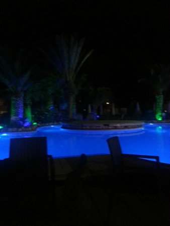 Magnific Hotel: lights around the pool