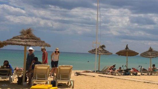 Saphir Palace & Spa : la plage...pas tres large