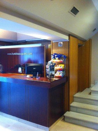 Hotel Via Augusta: Reception