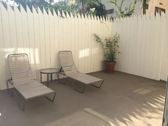 Hollywood Orchid Suites : Private Patio (Ground Floor Room)