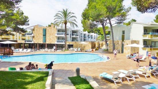 Iberostar Playa de Muro Village : La piscine de l'hôtel