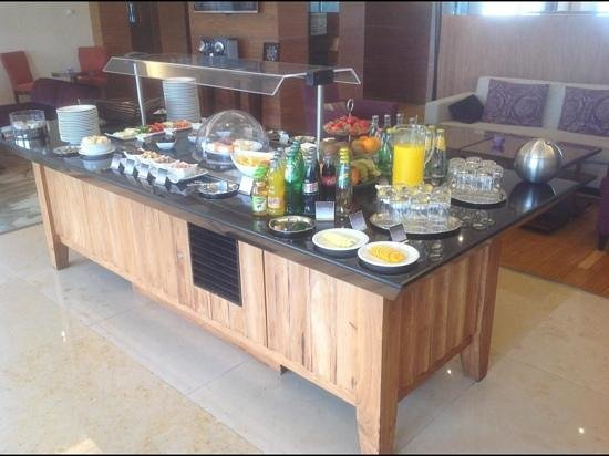 Corinthia Hotel Lisbon : some of the snacks & beverages available in the executive lounge