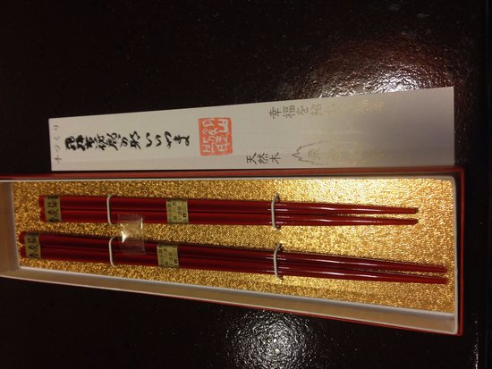 Hanaougi Bettei Iiyama: 記念日で宿泊した所、お宿から夫婦箸を頂きました。