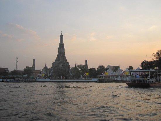 Temple de l'Aube (Wat Arun) : Le Temple de l'Aube au coucher du soleil