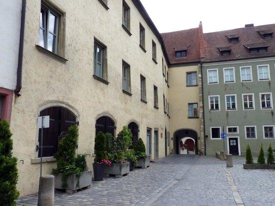 Hotel Bischofshof am Dom: Zimmer zum Hof
