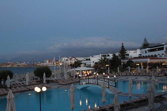 Creta Maris Beach Resort: основной бассейн