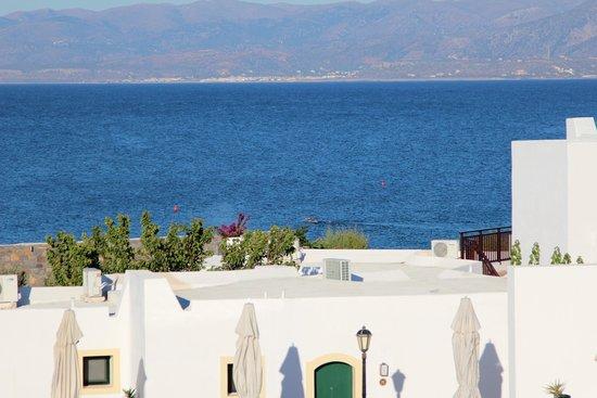 Creta Maris Beach Resort: вид из бунгало с видом на море