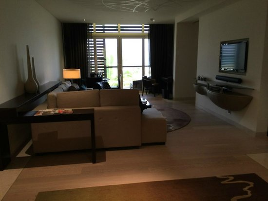 Park Hyatt Abu Dhabi Hotel & Villas: living room in the beach suite