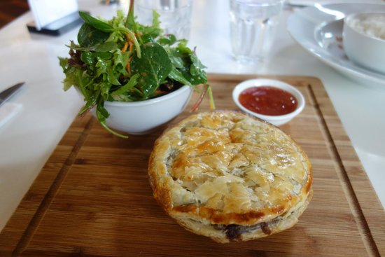 Timboon Railway Shed Distillery: Delicious spicy beef pie, sweet chilli sauce and house salad