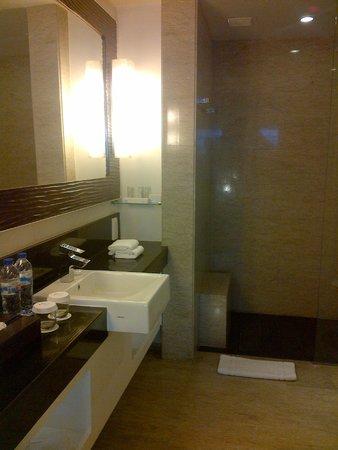 Sensa Hotel: bathroom