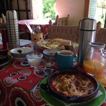 Riad Idrissy: delicious eggs in tagine breakfast!