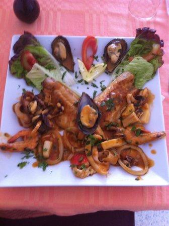 Djerba Nova : Filet de loup au pesto de la mer ce la spécialité de la maison tous les fruits de mer cuisenier