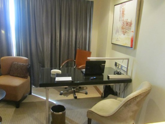 Cinnamon Grand Colombo: office