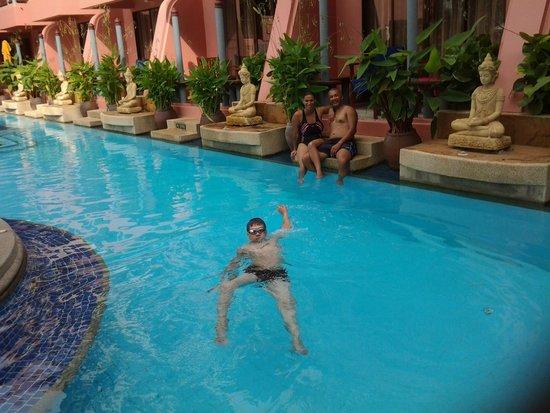 Seaview Patong Hotel: Pool
