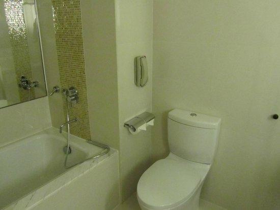 Cinnamon Grand Colombo: bathroom