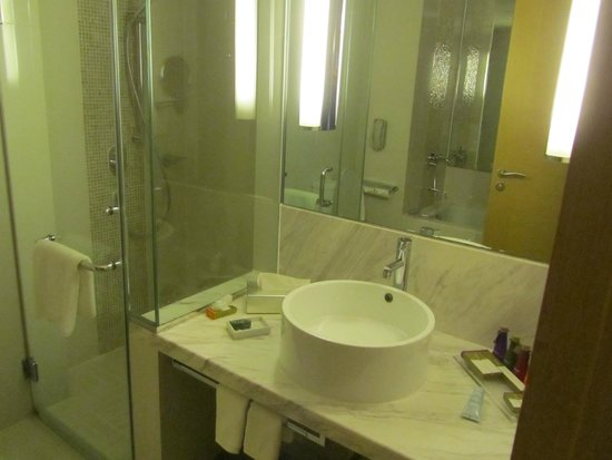 Cinnamon Grand Colombo : bathroom