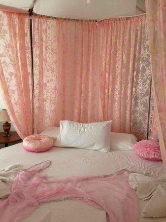 Atalos Apartments & Suites: номер для молодоженов