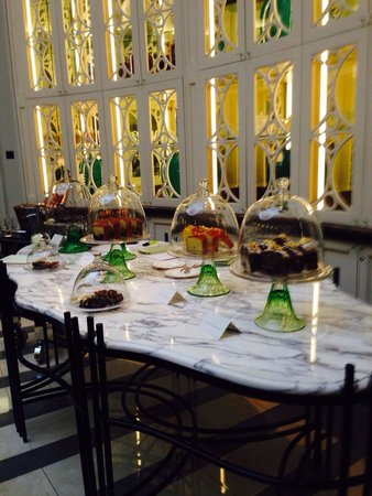 The Crystal Moon Lounge: Cakes