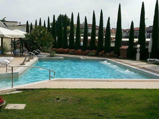 Hotel Grand Torino: piscina esterna 1