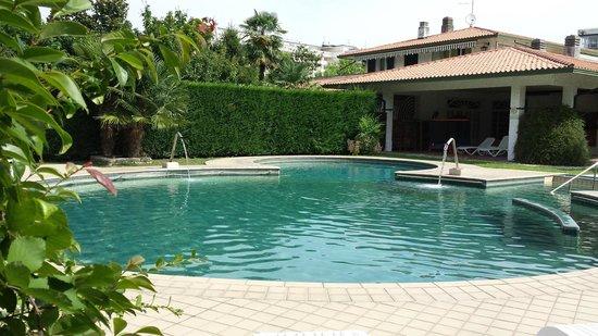 Piscina esterna 2 picture of hotel grand torino abano - Hotel torino con piscina ...