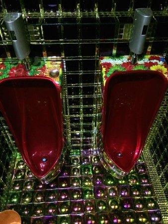 Robot Restaurant: Goldene Toiletten