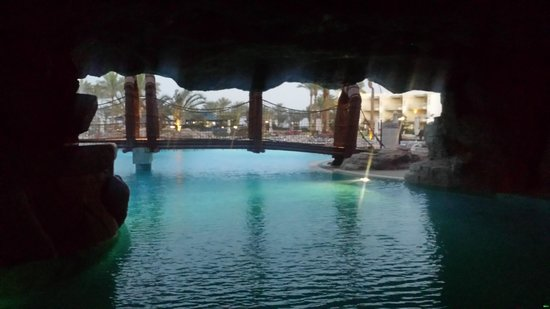 SENTIDO Palm Royale : Bridge over the pool