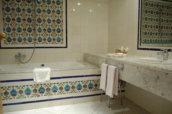 Mahdia Palace Thalasso : Bathroom