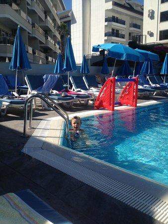Avena Resort & Spa Hotel: pool area