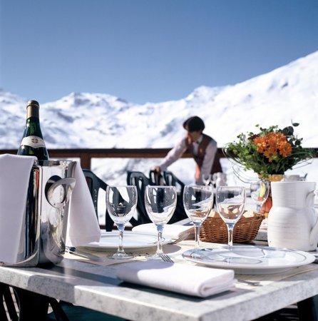 L'Ours Blanc Restaurant : Service sur la terrasse