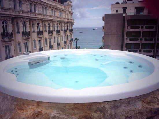 3.14 Hotel: Roof top jacuzzi